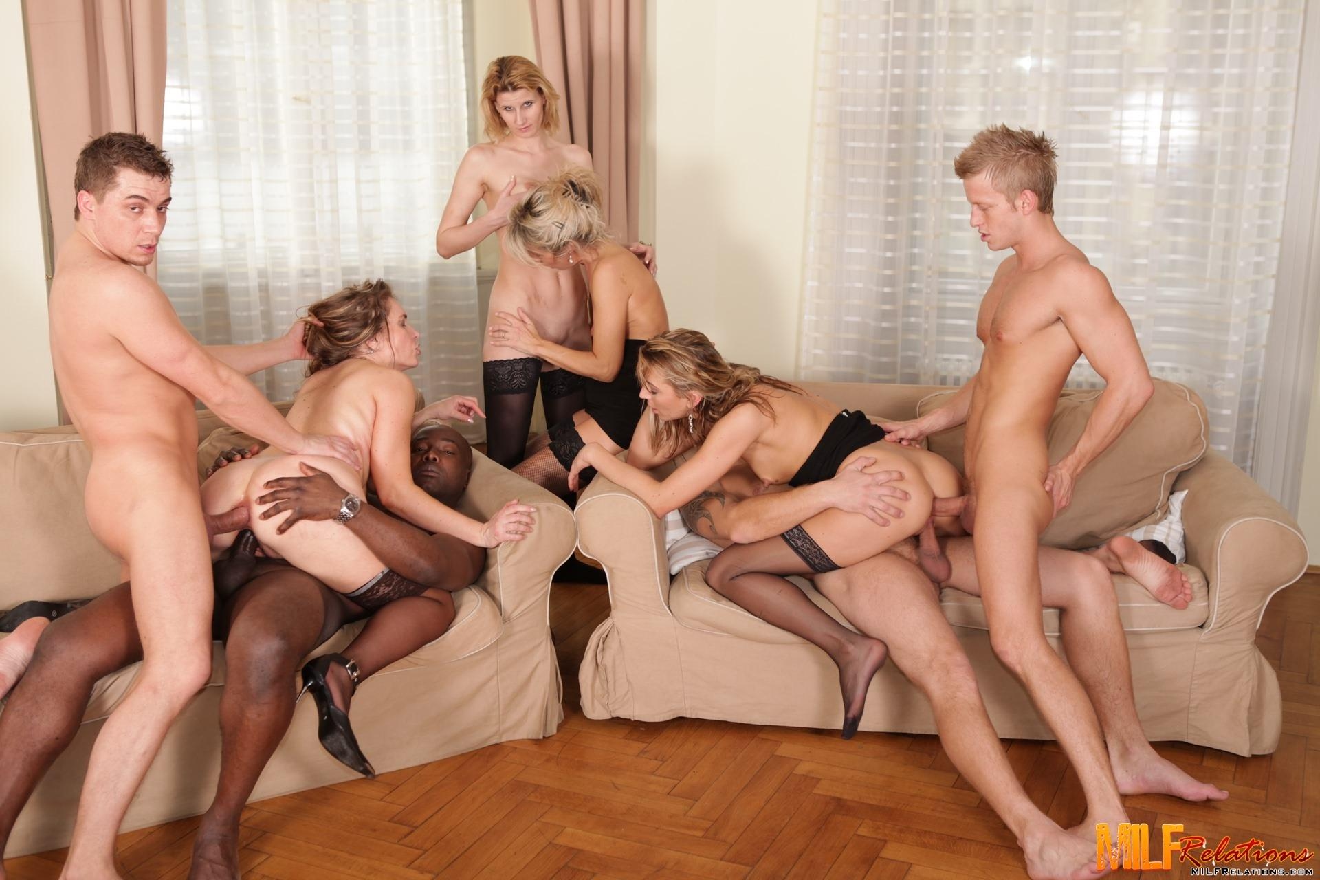 Сочную мама в групповухе, Зрелые женщины в групповом порно, Оргии 11 фотография